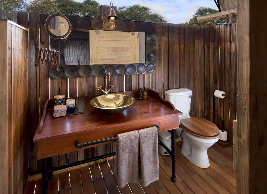 Botswana and Zimbabwe, Somalisa expeditions bathroom
